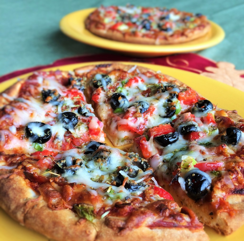 Easy Pepperoni Pita Pizzas