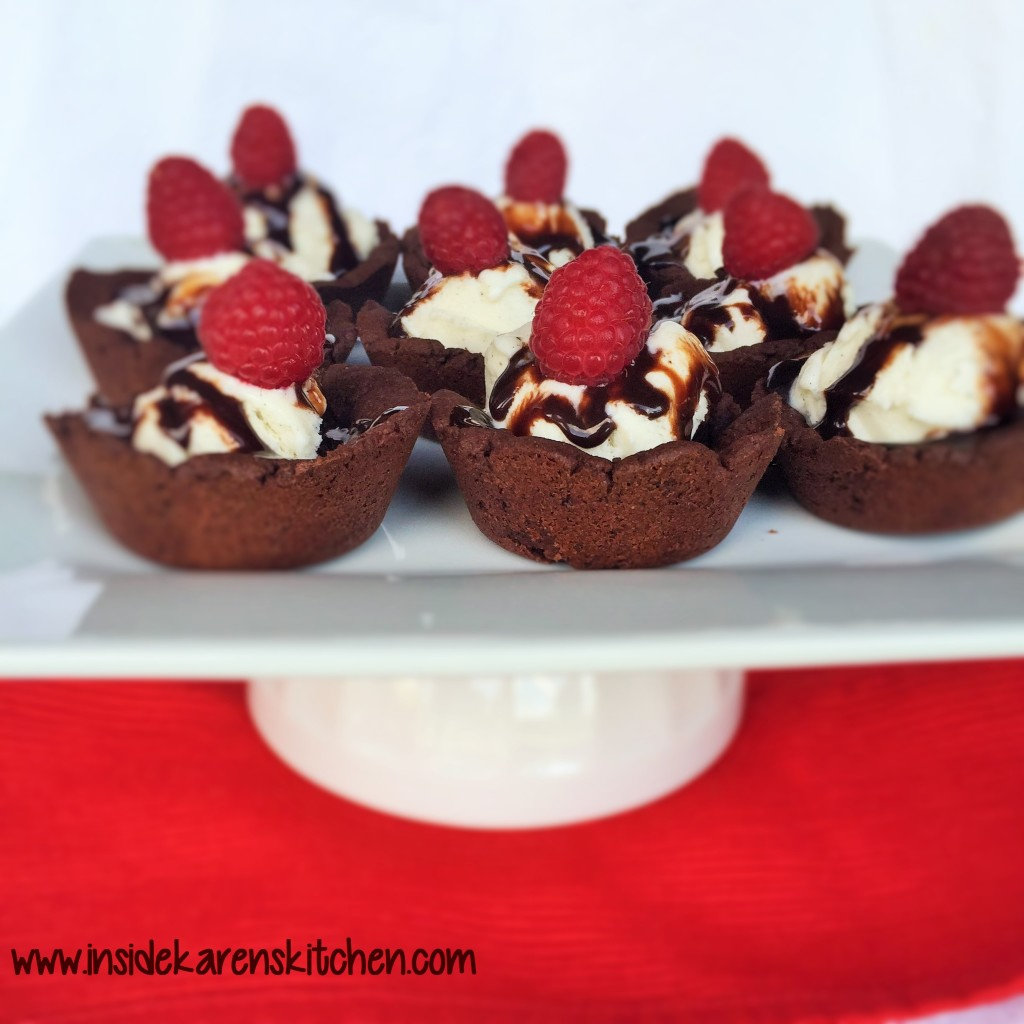 Brownie Cups with Vanilla Bean Ice Cream 1